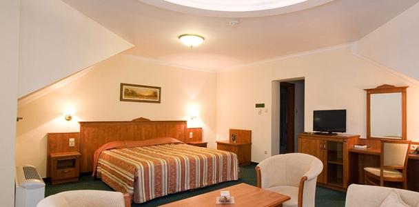 Főépületi családi hotelszoba 2 (+2) ágyas