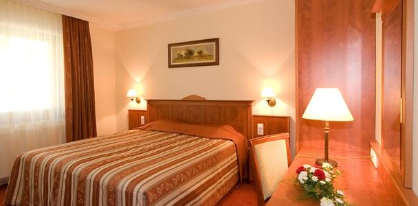 Tornácos hotelszoba 2 ágyas